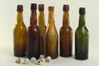 Bouteilles de bière retrouvées sur le site des fouilles
