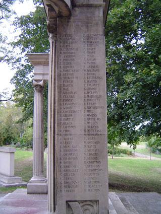 444 noms de prisonniers décédés sont gravés sur le monument