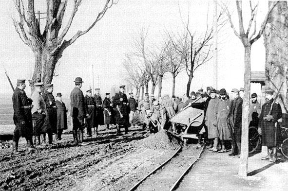 Prisonniers travaillant à la construction du chemin de Ditfurt